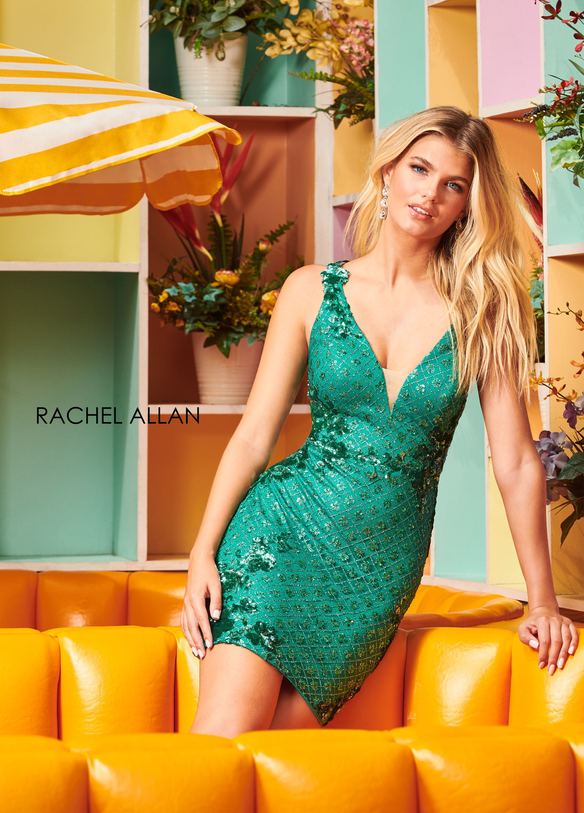 V-Neck Fitted Mini Homecoming Dresses in Green Color