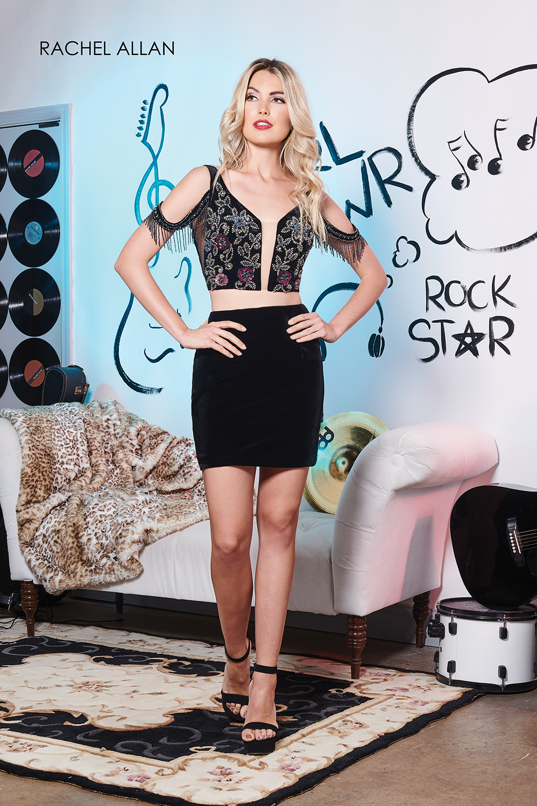 Off The Shoulder Fitted Mini Homecoming Dresses in Black Color
