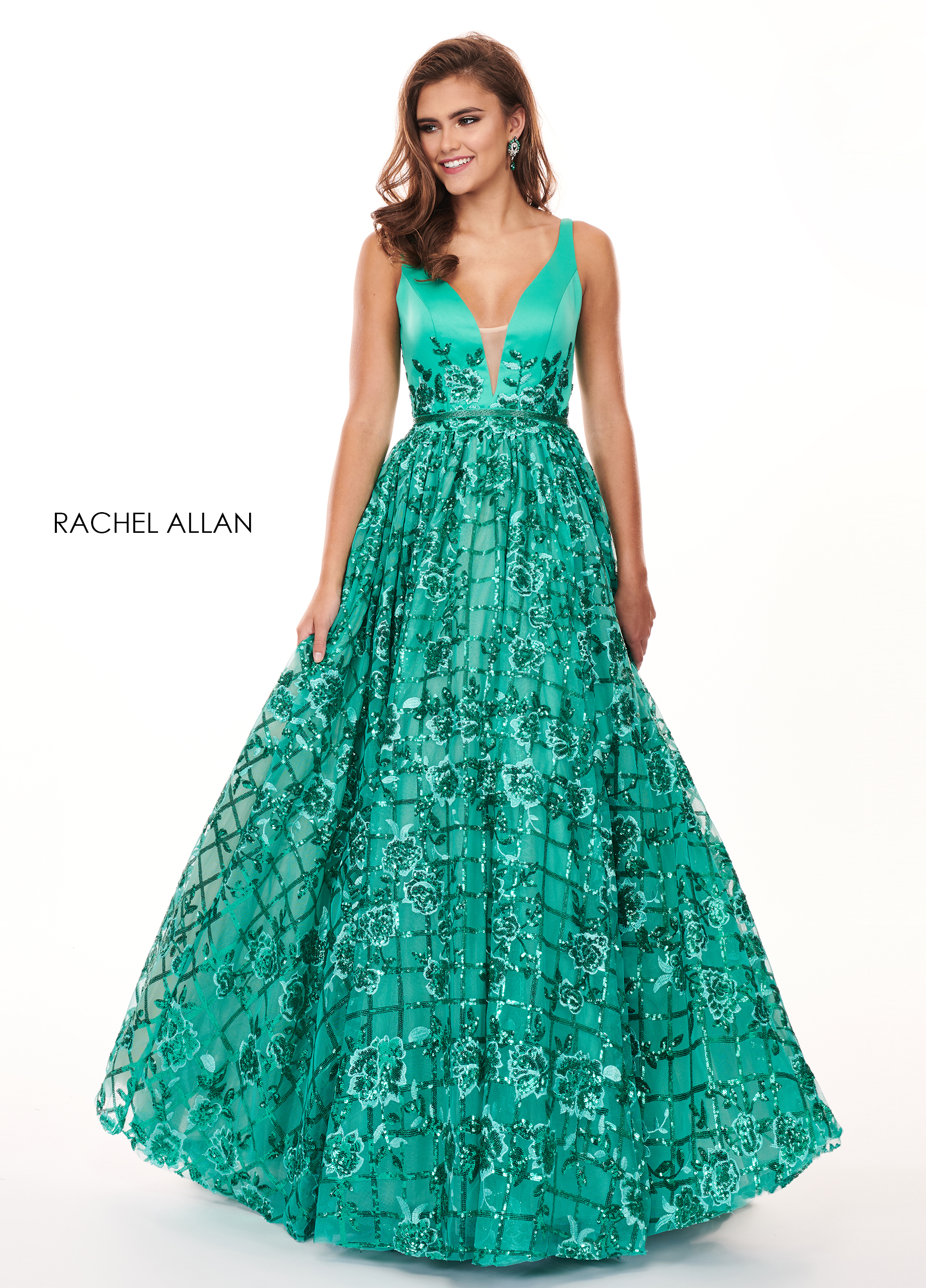 V-Neck Ball Gowns Prom Dresses in Green Color
